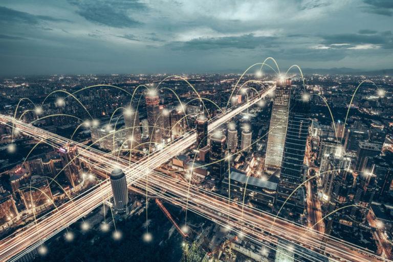 Ciudad futurista con inteligencia artificial para el sector de la construcción